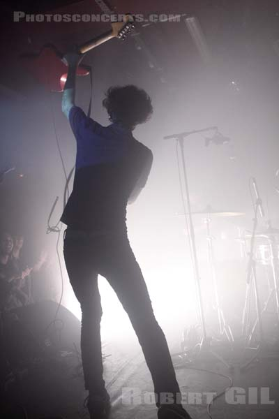 A PLACE TO BURY STRANGERS - 2009-11-19 - PARIS - La Maroquinerie