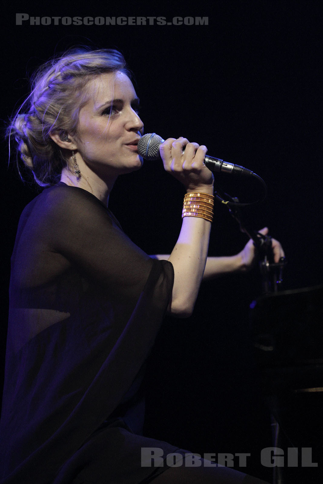 AGNES OBEL - 2011-11-02 - PARIS - Casino de Paris