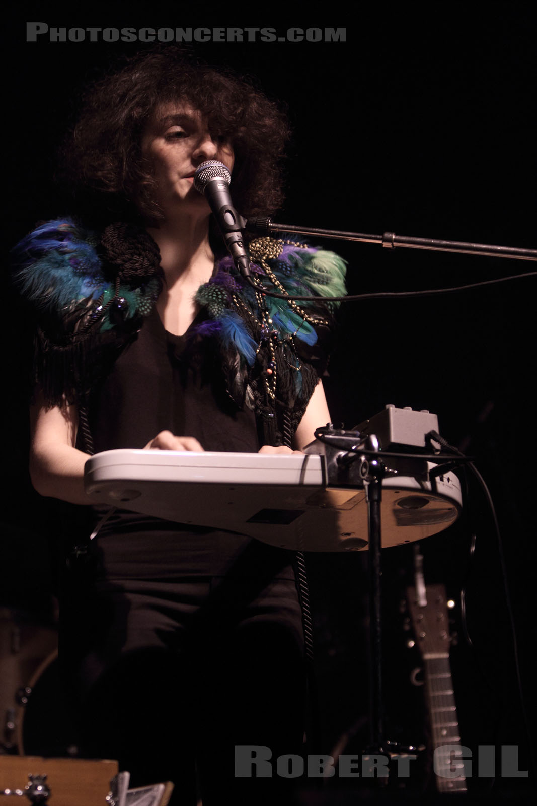 ALICE LEWIS - 2010-10-24 - PARIS - La Machine (du Moulin Rouge)