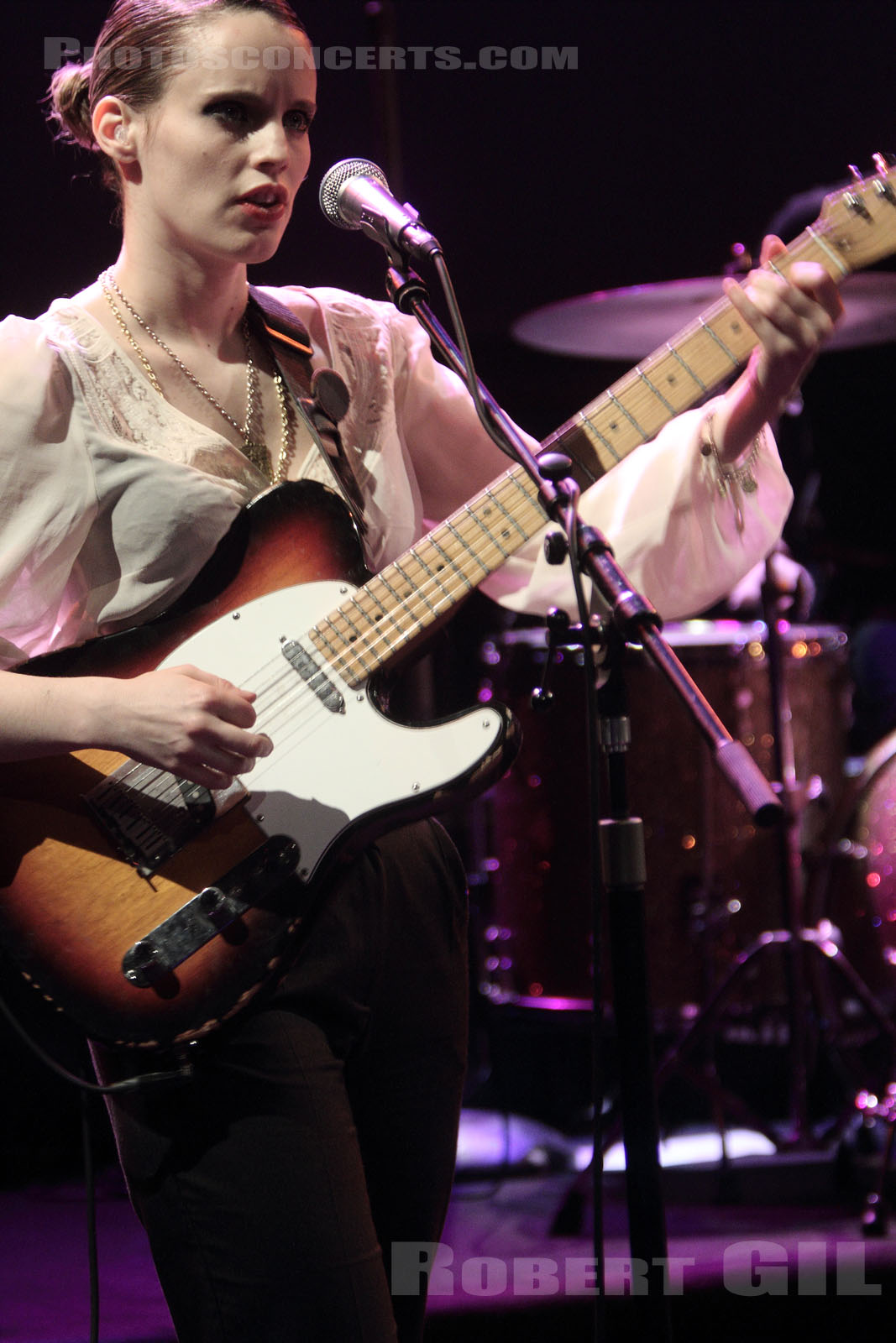 ANNA CALVI - 2011-01-17 - PARIS - Radio France (Studio 105)