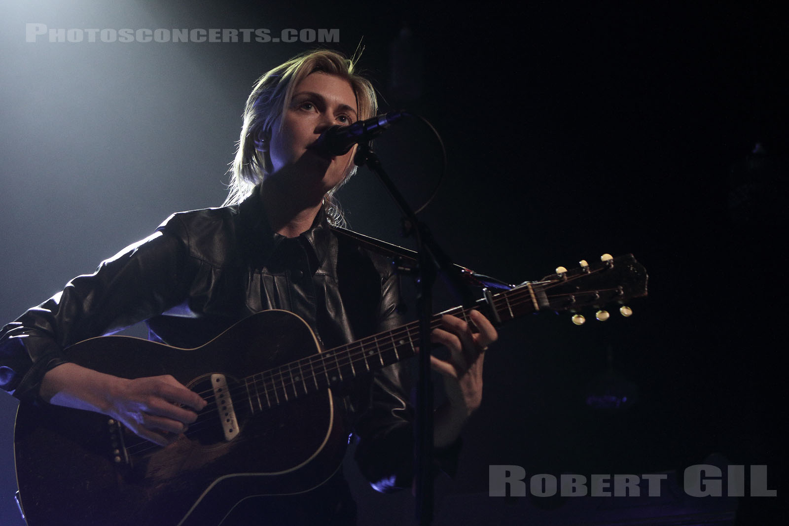 ANNA TERNHEIM - 2018-04-05 - PARIS - Flow