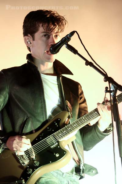 ARCTIC MONKEYS - 2011-08-27 - SAINT CLOUD - Domaine National - Grande Scene