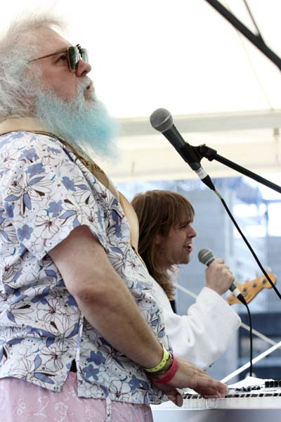 ARIEL PINK'S HAUNTED GRAFFITI AND R. STEVIE MOORE - 2012-05-26 - PARIS - Parc de la Villette