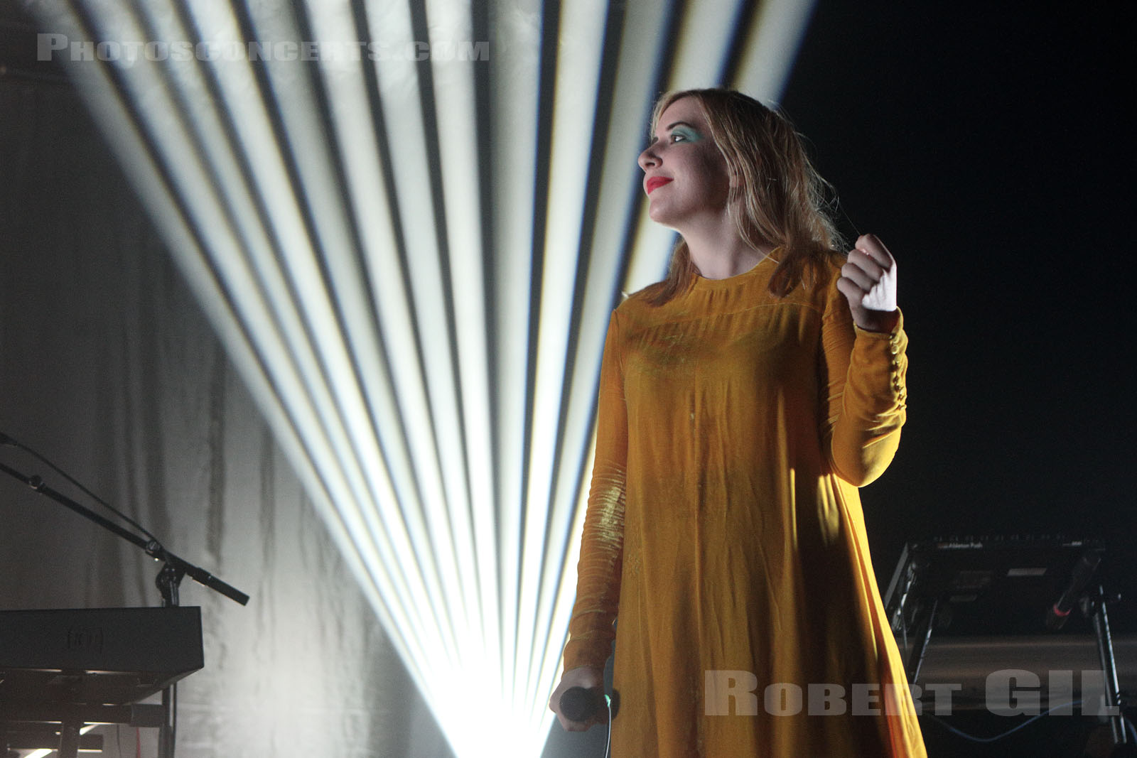AUSTRA - 2017-03-31 - PARIS - Le Trianon