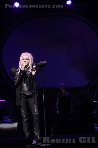 CINDY LAUPER - 2016-07-11 - PARIS - Grand Rex
