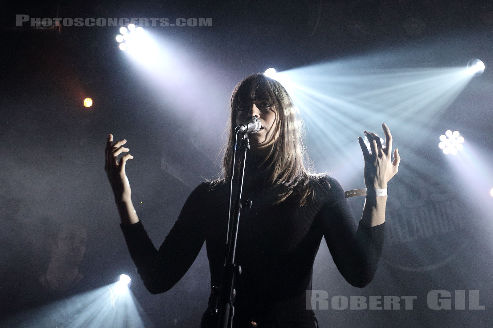 CLARA LUCIANI - 2017-10-18 - PARIS - Bus Palladium