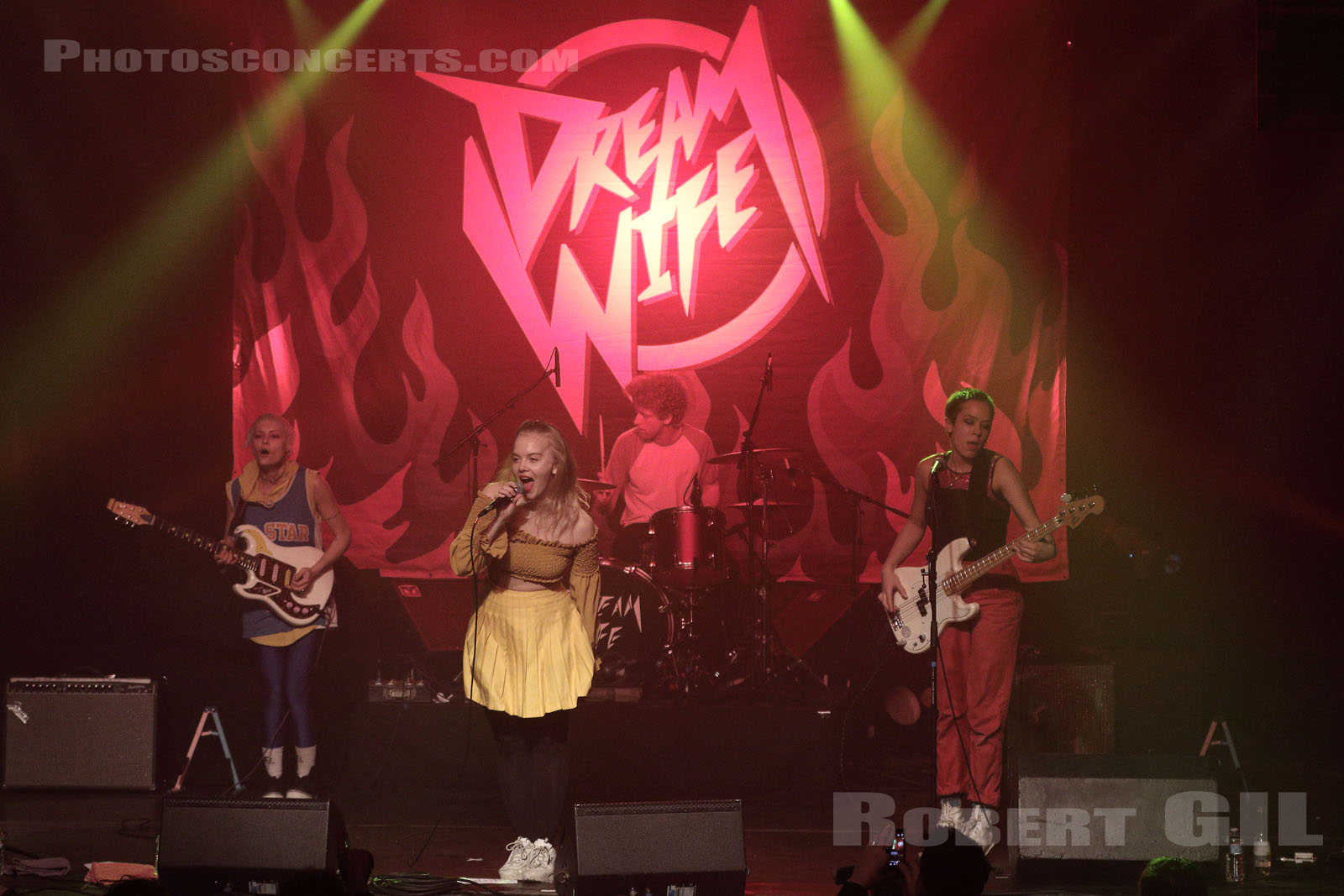 DREAM WIFE - 2018-03-16 - PARIS - La Machine (du Moulin Rouge)