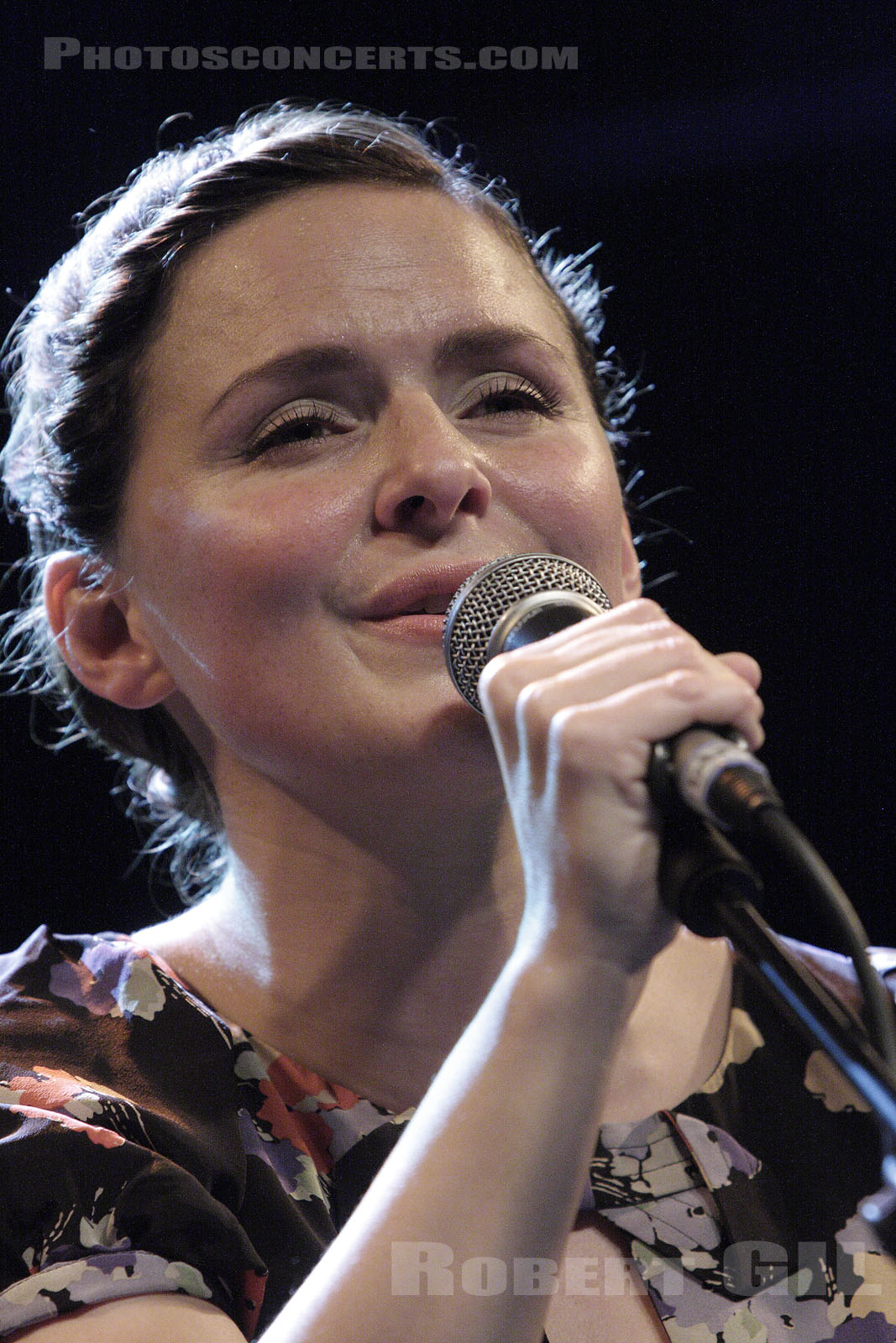 EMILIANA TORRINI - 2008-10-14 - PARIS - Trabendo