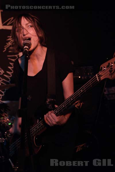 ESBEN AND THE WITCH - 2014-10-17 - PARIS - Espace B