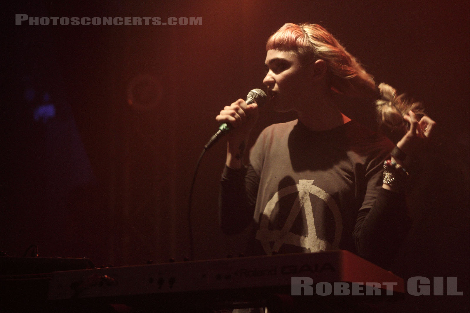 GRIMES - 2012-05-16 - PARIS - La Fleche d'Or