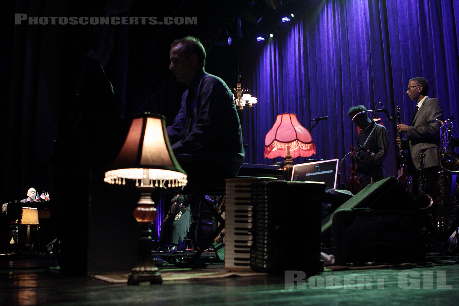HUGH LAURIE - 2012-07-10 - PARIS - Grand Rex