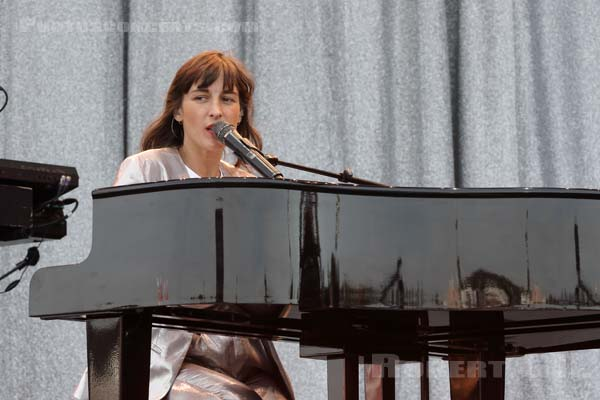JULIETTE ARMANET - 2018-06-24 - PARIS - Hippodrome de Longchamp - Paris