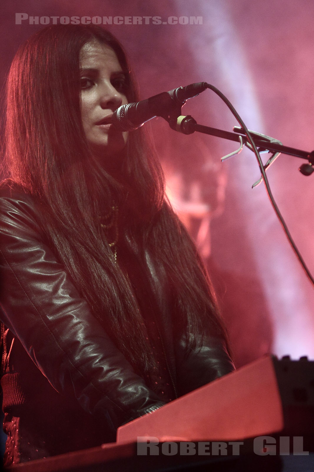 SCHOOL OF SEVEN BELLS - 2009-03-05 - PARIS - Point Ephemere