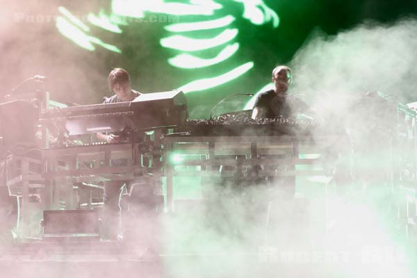 THE CHEMICAL BROTHERS - 2015-08-30 - SAINT CLOUD - Domaine National - Grande Scene