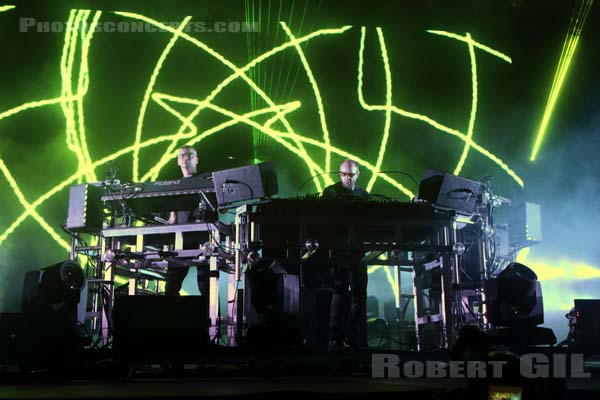 THE CHEMICAL BROTHERS - 2016-07-01 - HEROUVILLE SAINT CLAIR - Chateau de Beauregard - Scene Beauregard