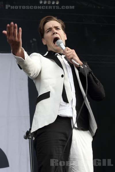 THE HIVES - 2018-06-17 - BRETIGNY-SUR-ORGE - Base Aerienne 217 - Main Stage