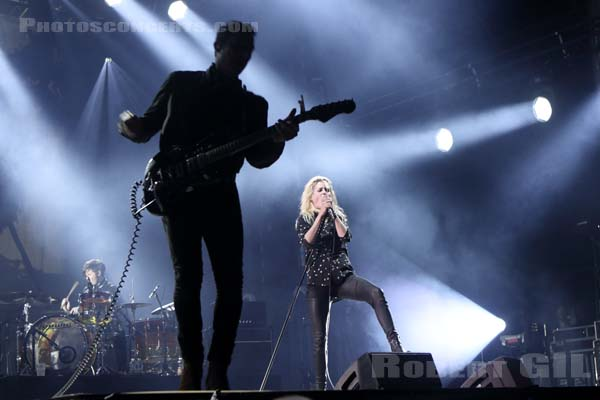 THE KILLS - 2016-07-02 - HEROUVILLE SAINT CLAIR - Chateau de Beauregard - Scene John