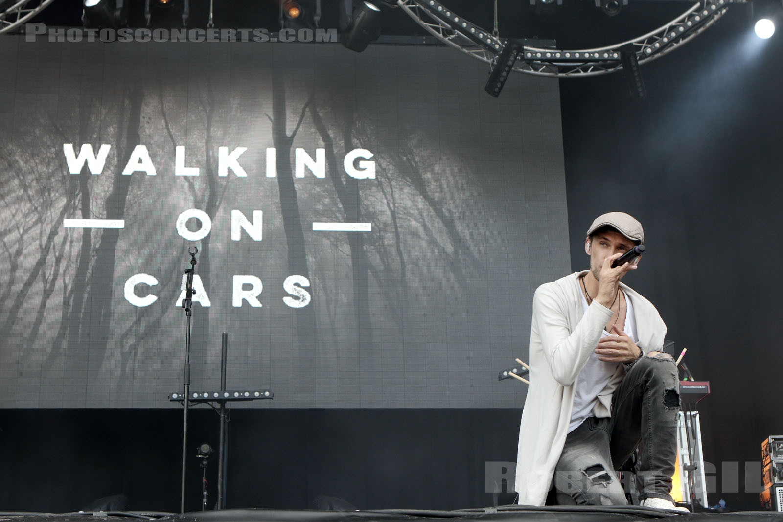 WALKING ON CARS - 2017-07-01 - ARRAS - La Citadelle - Greenroom